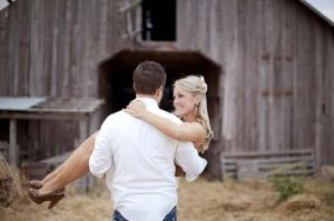 Beautiful-Old-Barn-Engagement-Photography-Concept-